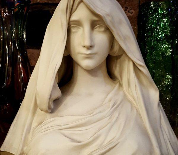 Sevr Madonna Büstü