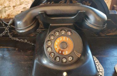 Antika Siyah Telefon
